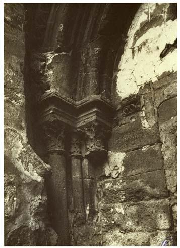 Eglise détail de chapiteaux de l'ancienne porte, août 1888